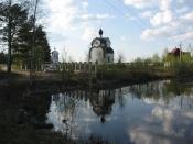 Церковь на берегу пруда