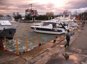 В порту