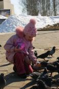 Владимир город молодых. Яковлева Тамара. С голубями.