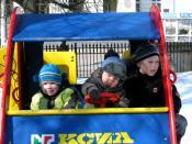 Владимир город молодых-фото33-дети в машине.jpg